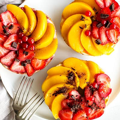Vegan Bagels with Strawberries and Preserved Peach
