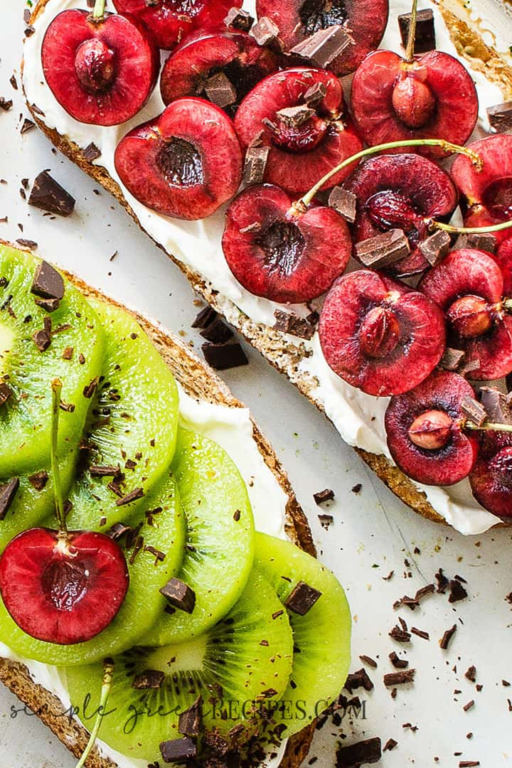 Best Cherry & Kiwi Toasts with Vegan Cream Cheese
